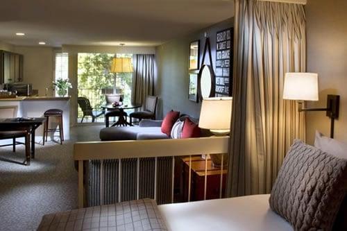 Le Parc Suites Hotel