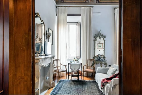 Noble Building Apartment in Rome