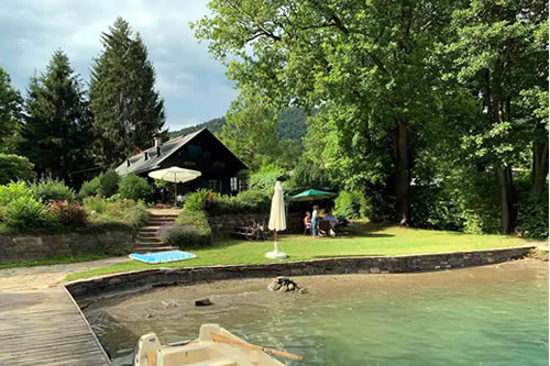 Right on the Lake Apartment in Worthersee