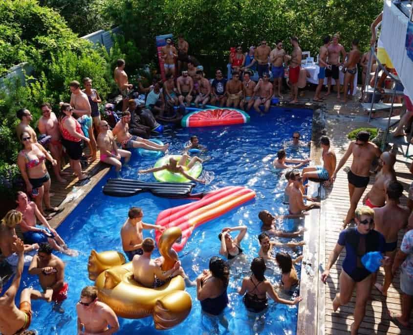 Feuerinsel-Poolparty