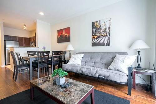 Dunlavy Street apartment Houston