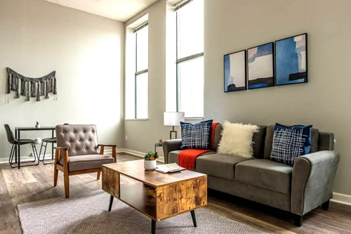 Downtown 1 and 2 BR Apt
