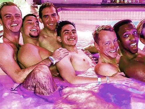Нью-Йоркская прайд-вечеринка у бассейна