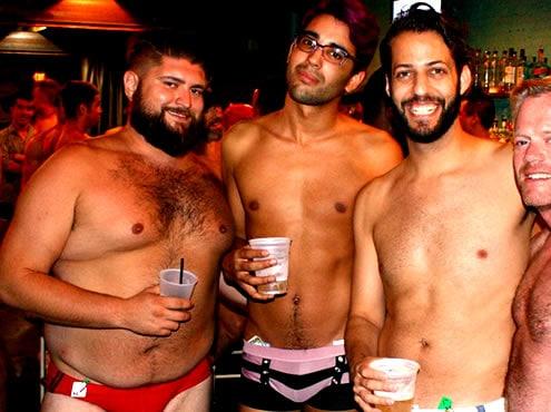 Festa in piscina gay estiva di Philly