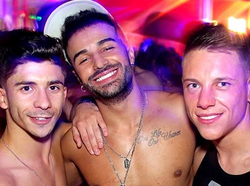 Sous le Gay Morning Club de Paris